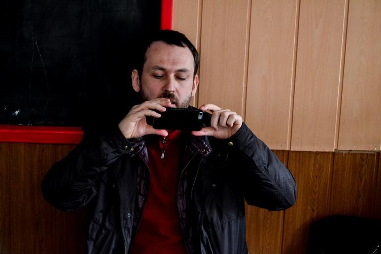 DSC 0536 Kopyrovat  - «Я просто Людина»: в Житомирі відомий блогер-десантник розповів про свою книгу (ФОТО)