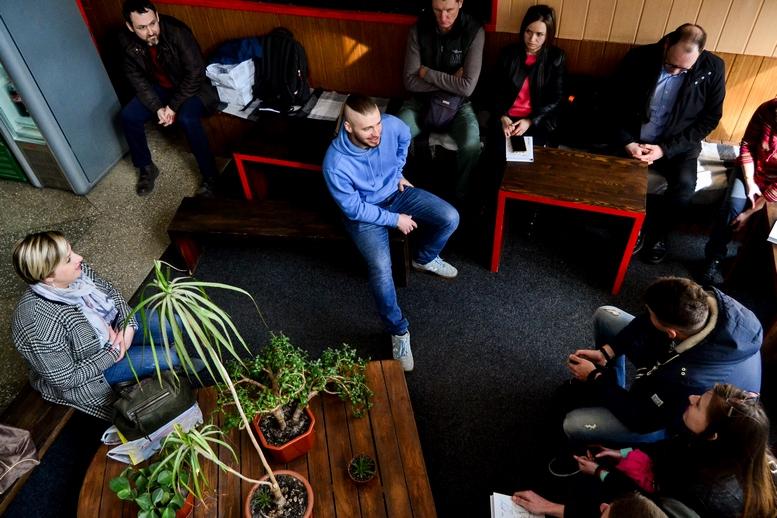 DSC 0547 Kopyrovat  - «Я просто Людина»: в Житомирі відомий блогер-десантник розповів про свою книгу (ФОТО)