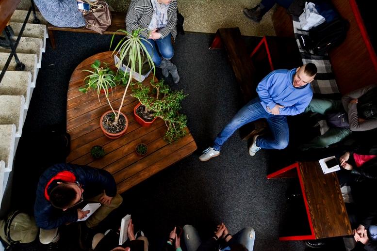 DSC 0550 Kopyrovat  - «Я просто Людина»: в Житомирі відомий блогер-десантник розповів про свою книгу (ФОТО)