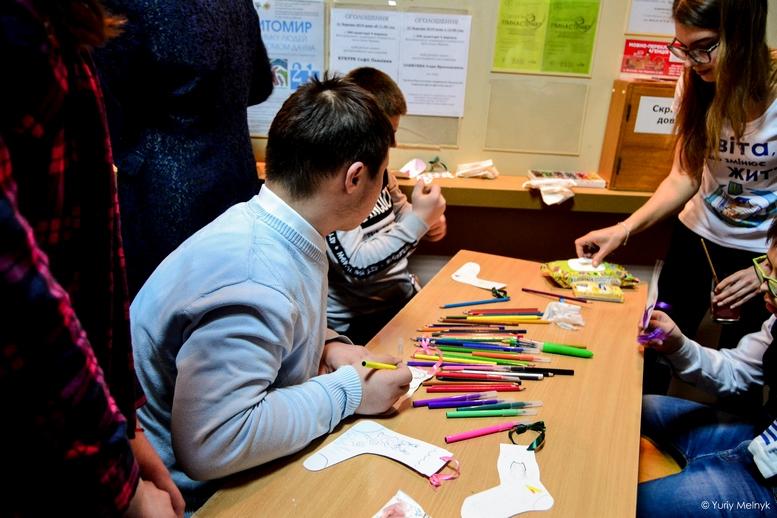 """DSC 0550 Kopyrovat 1 2 - """"Вони - діти України"""": Марина Порошенко підтримала всесвітній флешмоб """"Lots of Socks"""""""