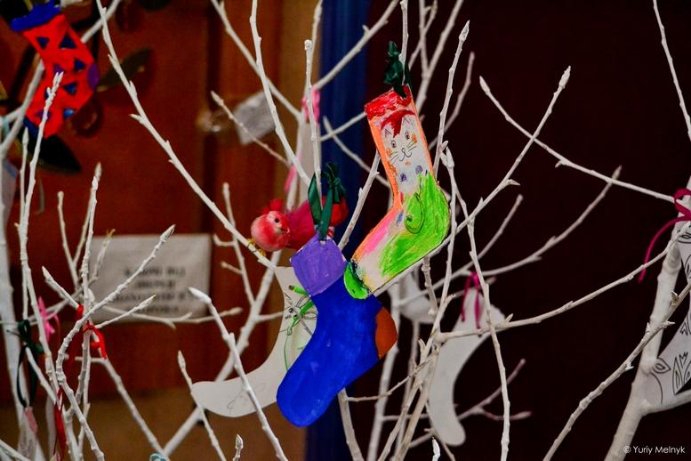 """DSC 0568 Kopyrovat 1 1 - """"Вони - діти України"""": Марина Порошенко підтримала всесвітній флешмоб """"Lots of Socks"""""""