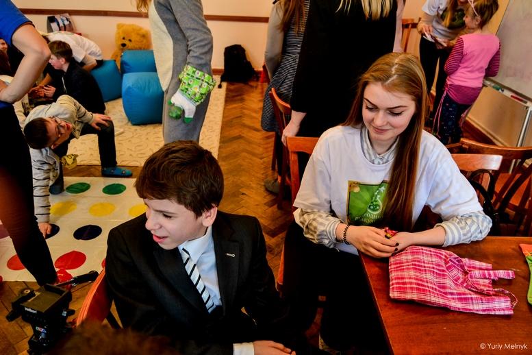 """DSC 0808 Kopyrovat 1 2 - """"Вони - діти України"""": Марина Порошенко підтримала всесвітній флешмоб """"Lots of Socks"""""""