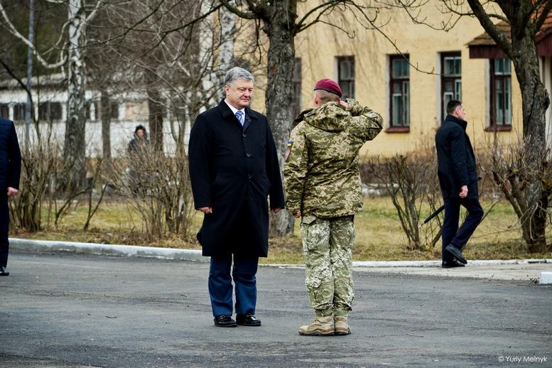 DSC 0866 Kopyrovat  - Не дам розкрадати армію: у Житомирі Порошенко погрожував корупціонерам в армії (ФОТО)