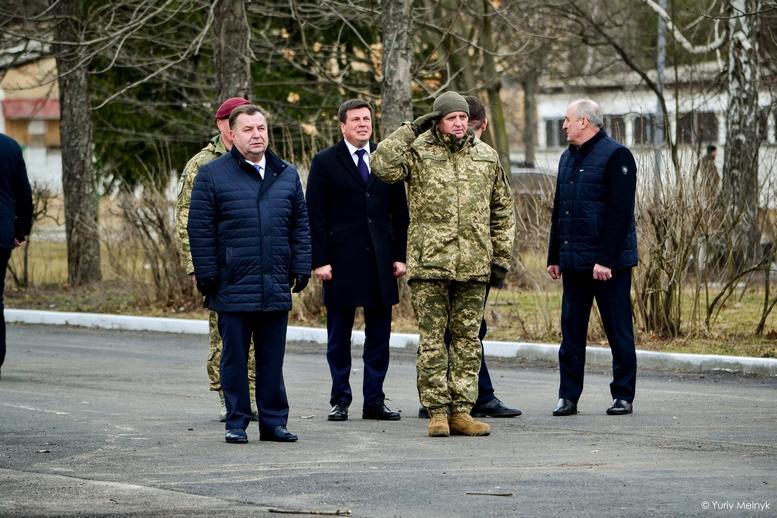 DSC 0871 Kopyrovat  - Не дам розкрадати армію: у Житомирі Порошенко погрожував корупціонерам в армії (ФОТО)