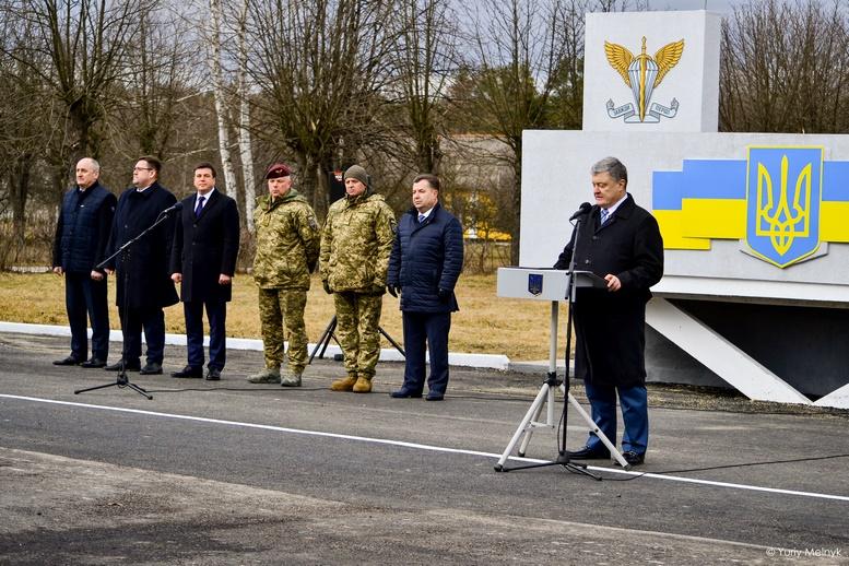 DSC 0905 Kopyrovat  - Не дам розкрадати армію: у Житомирі Порошенко погрожував корупціонерам в армії (ФОТО)
