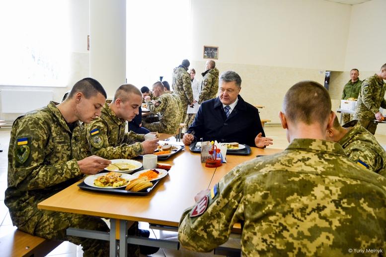 DSC 1014 Kopyrovat  - Не дам розкрадати армію: у Житомирі Порошенко погрожував корупціонерам в армії (ФОТО)
