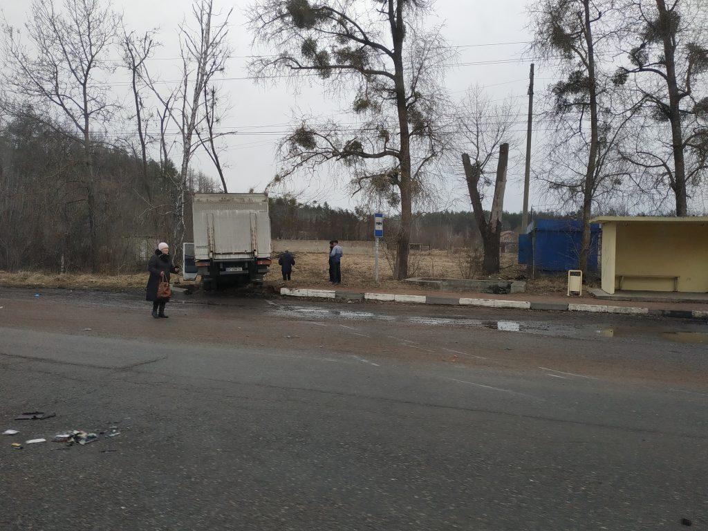 IMG 20190305 090338 1024x768 - Під Житомиром вантажівка Mercedes зіткнулася з рейсовим автобусом: постраждали пасажири (фото)