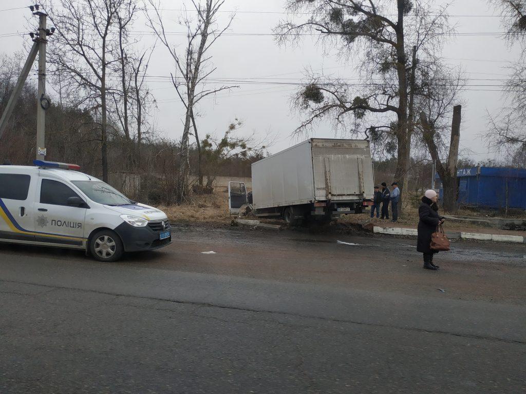 IMG 20190305 090339 1024x768 - Під Житомиром вантажівка Mercedes зіткнулася з рейсовим автобусом: постраждали пасажири (фото)