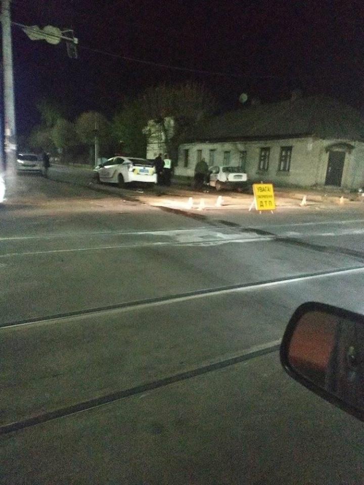 57503212 389484651639706 2984775646770626560 n - У Житомирі автомобіль патрульної поліції потрапив у подвійне ДТП