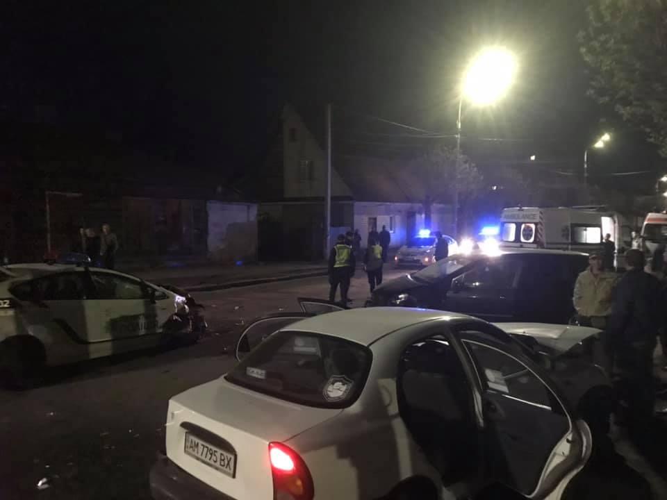 57570191 2349585685315931 4032118866602622976 n - У Житомирі автомобіль патрульної поліції потрапив у подвійне ДТП