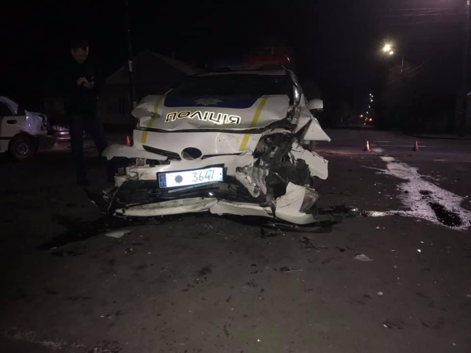 58372915 2349585881982578 2859091486211833856 n - У Житомирі автомобіль патрульної поліції потрапив у подвійне ДТП