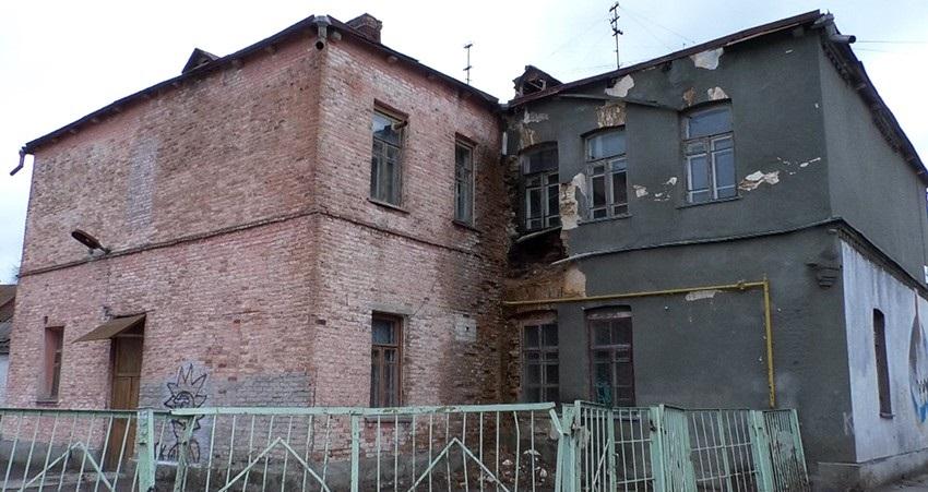 5e60243504bf57b81bfce95b917b28f1 w859 h569 - Житомирські депутати планують зруйнувати школу в центрі міста
