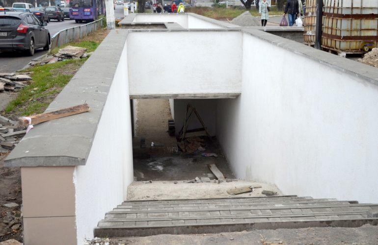 89005570 - Якщо не розвалиться, то пофарбують – в Житомирі триває реконструкція підземного переходу