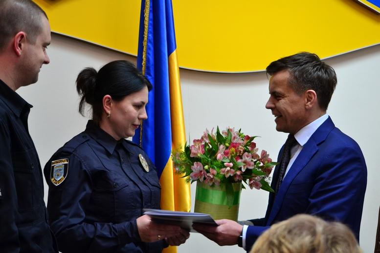 DSC 0294 Kopyrovat  - Міський голова Житомира Сергій Сухомлин нагородив поліцейських за порятунок людини
