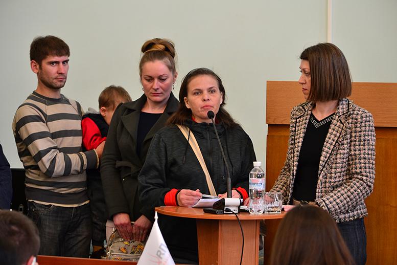 DSC 0568 1 - Батьки невакцинованих дітей штурмували сесію Житомирської міськради