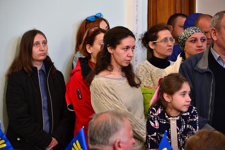 DSC 0572 1 - Батьки невакцинованих дітей штурмували сесію Житомирської міськради