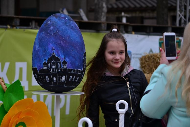 DSC 0902 Kopyrovat  - Житомир в Великодньому декорі: поспішайте зробити селфі на фоні писанок (ФОТО)