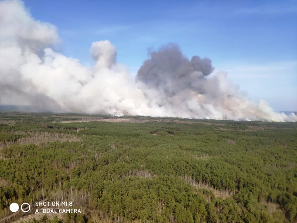 IMG d552ea9f8d7a00ce322b09c183e8030a V - На Житомирщині триває боротьба з лісовими пожежами. Залучено авіацію