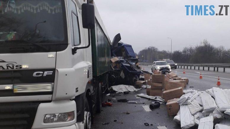 dtp1204 4 777x437 - Смертельне ДТП на Житомирщині: один з водіїв загинув на місці