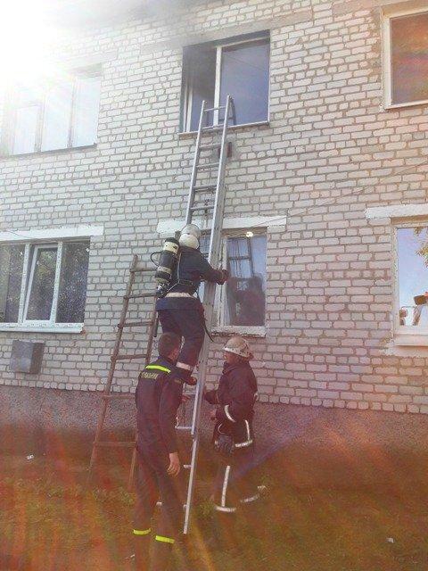 20190522 085810 - На Житомирщині аби врятуватися з палаючої квартири чоловік вистрибнув з 2 поверху
