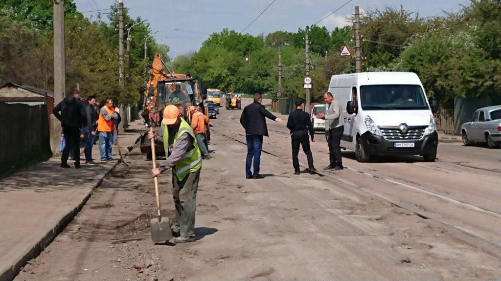 60069495 178825796382997 2214523457515814912 n 1024x575 - В Житомирі після погроз жителів з Корольова відокремитись від міста,  почали ремонтувати дорогу (ФОТО)
