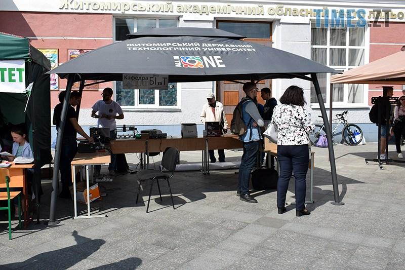 DSC 0061 2 - У Житомирі проходить Ярмарок вакансій та Форум роботодавців (ФОТО)