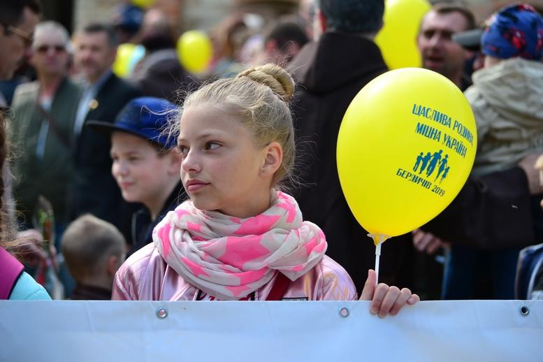 DSC 0182 Kopyrovat - Тисячі бердичівлян пройшли містом в рамках акції на захист сім'ї (ФОТО)