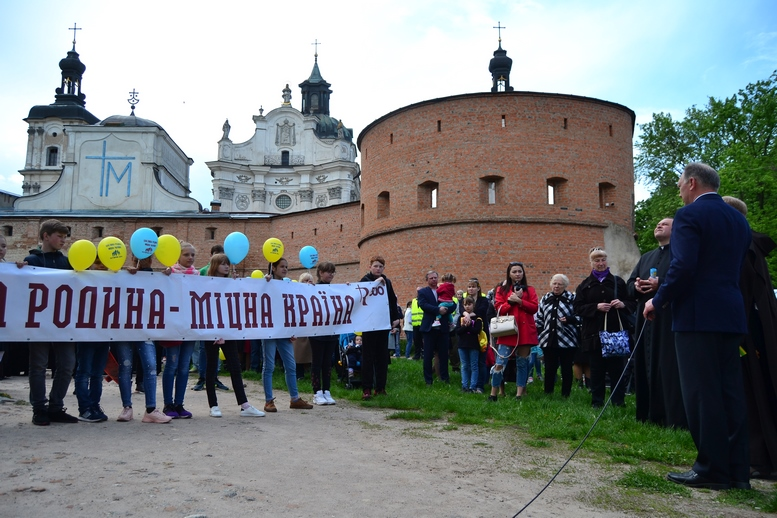 DSC 0212 Kopyrovat - Тисячі бердичівлян пройшли містом в рамках акції на захист сім'ї (ФОТО)