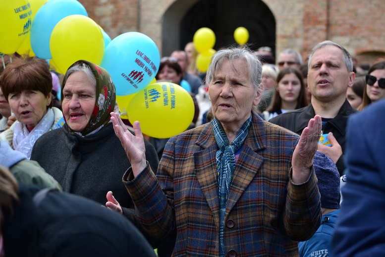 DSC 0231 Kopyrovat - Тисячі бердичівлян пройшли містом в рамках акції на захист сім'ї (ФОТО)
