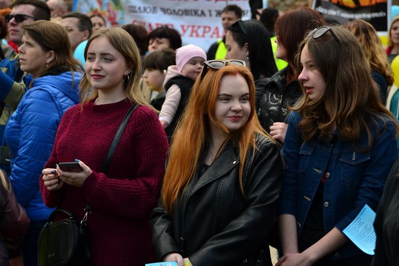DSC 0233 Kopyrovat - Тисячі бердичівлян пройшли містом в рамках акції на захист сім'ї (ФОТО)
