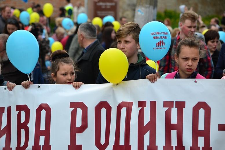DSC 0242 Kopyrovat - Тисячі бердичівлян пройшли містом в рамках акції на захист сім'ї (ФОТО)