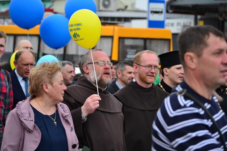 DSC 0371 Kopyrovat - Тисячі бердичівлян пройшли містом в рамках акції на захист сім'ї (ФОТО)