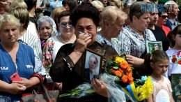 DSC 0576 260x146 - День Героїв: у Житомирі відкрили монумент, який змусив городян плакати… (ФОТО)