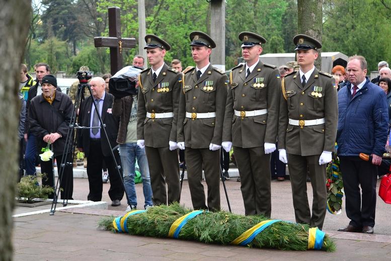 DSC 0646 Kopyrovat - Житомир у скорботі:  День пам'яті на військовому кладовищі (ФОТО)