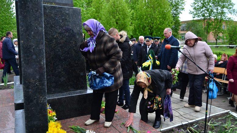 DSC 0651 Kopyrovat 777x437 - У Бердичеві вшанували пам'ять загиблих на війні працівників Шкірзаводу