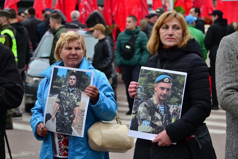 """DSC 0671 Kopyrovat - В Житомирі комуністи розгорнули червоні прапори під час акції """"Безсмертний полк"""""""