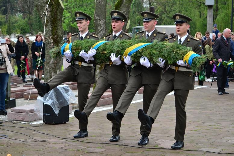 DSC 0682 Kopyrovat - Житомир у скорботі:  День пам'яті на військовому кладовищі (ФОТО)