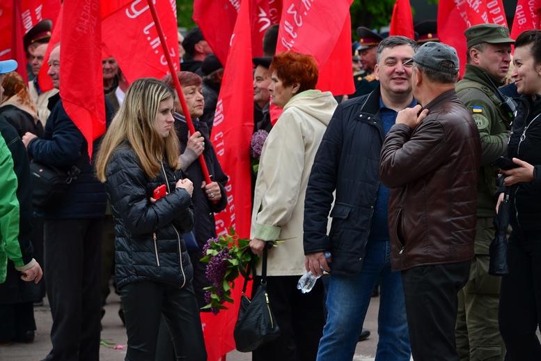 """DSC 0687 Kopyrovat - В Житомирі комуністи розгорнули червоні прапори під час акції """"Безсмертний полк"""""""