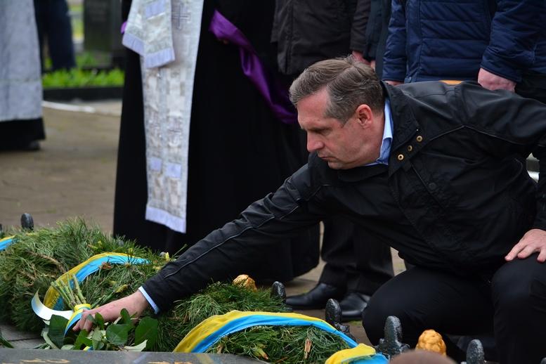 DSC 0696 Kopyrovat - Житомир у скорботі:  День пам'яті на військовому кладовищі (ФОТО)