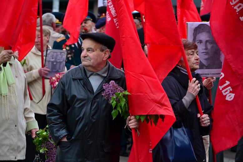 """DSC 0697 Kopyrovat - В Житомирі комуністи розгорнули червоні прапори під час акції """"Безсмертний полк"""""""