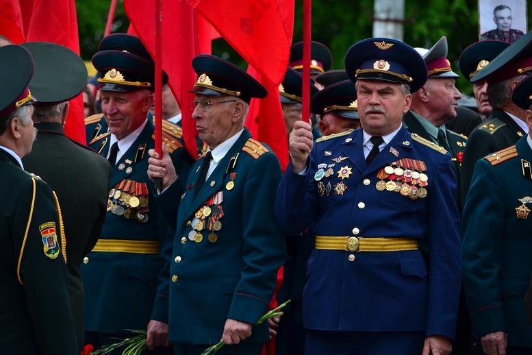 """DSC 0705 Kopyrovat 1 - В Житомирі комуністи розгорнули червоні прапори під час акції """"Безсмертний полк"""""""