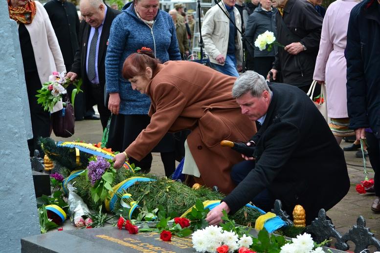 DSC 0709 Kopyrovat - Житомир у скорботі:  День пам'яті на військовому кладовищі (ФОТО)
