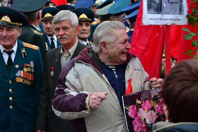 """DSC 0711 Kopyrovat 1 - В Житомирі комуністи розгорнули червоні прапори під час акції """"Безсмертний полк"""""""