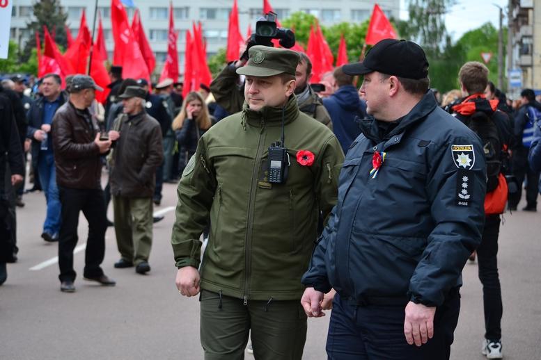 """DSC 0717 Kopyrovat - В Житомирі комуністи розгорнули червоні прапори під час акції """"Безсмертний полк"""""""