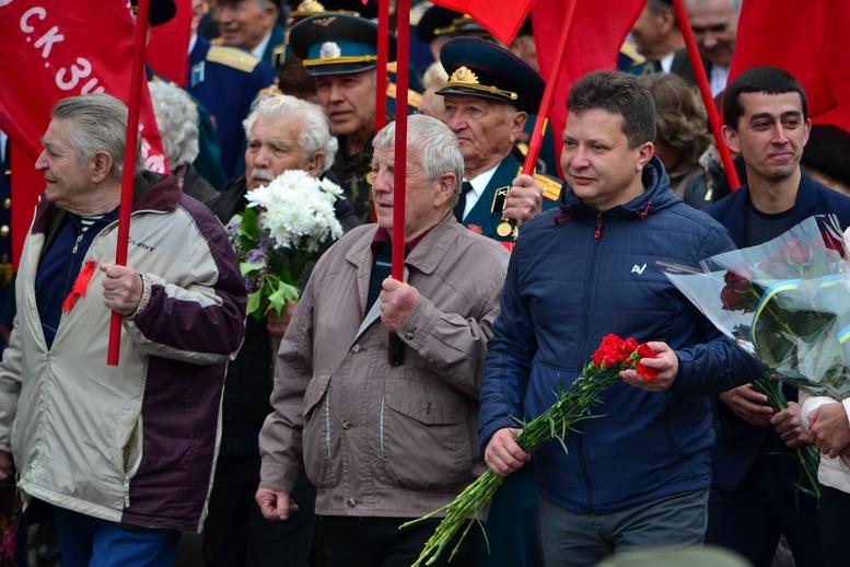 """DSC 0750 Kopyrovat - В Житомирі комуністи розгорнули червоні прапори під час акції """"Безсмертний полк"""""""