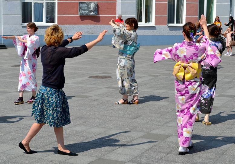 DSC 0800 - Рендзю, бонсай, орігамі: справжні і несправжні японці на Михайлівській (ФОТО)
