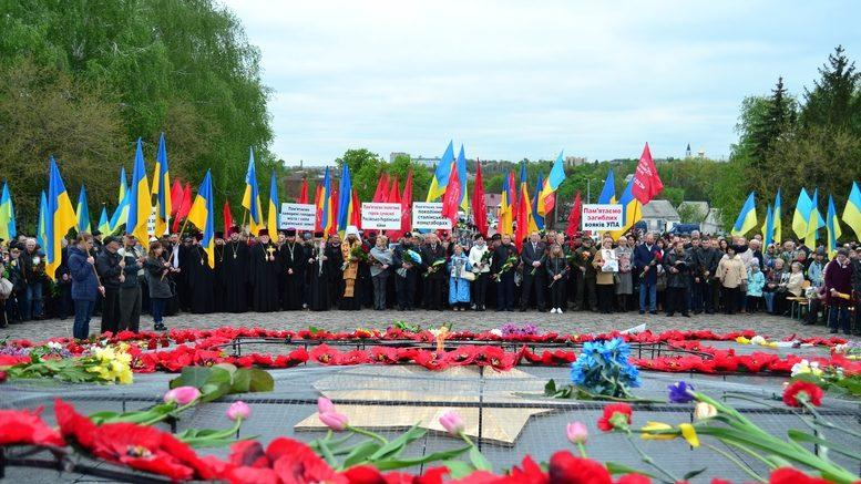 DSC 1014 Kopyrovat 777x437 - Більше 3 тисяч житомирян вшанували пам'ять загиблих у Другій світовій війні