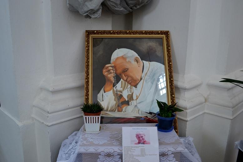 DSC 2701 - Голі ноги, непокрита голова, сидячи: звичаї католиків, які вражають православних (ФОТО)