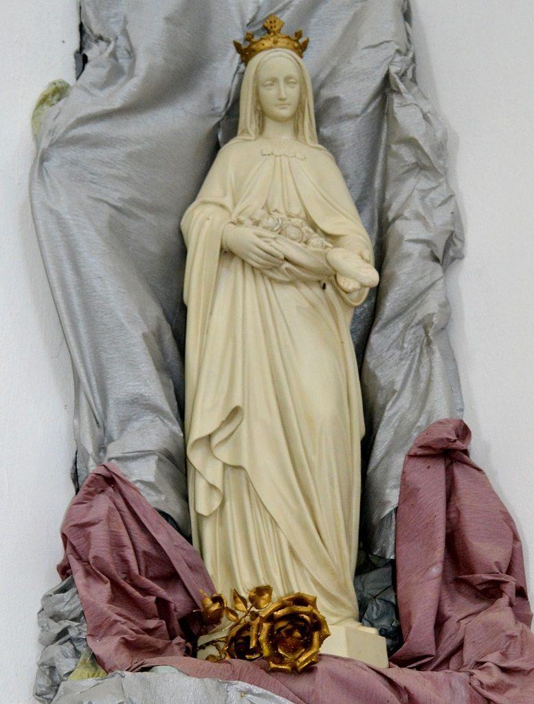 DSC 2702 777x1024 - Голі ноги, непокрита голова, сидячи: звичаї католиків, які вражають православних (ФОТО)