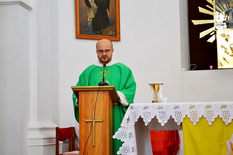 DSC 2745 - Голі ноги, непокрита голова, сидячи: звичаї католиків, які вражають православних (ФОТО)